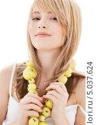 Купить «Красивая девушка с желтыми яблоками на связке», фото № 5037624, снято 3 января 2009 г. (c) Syda Productions / Фотобанк Лори