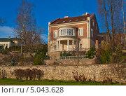 Купить «Кирпичный двухэтажный особняк», фото № 5043628, снято 10 ноября 2012 г. (c) Валентина Троль / Фотобанк Лори