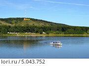 Купить «Прогулочный катер на реке Томь», фото № 5043752, снято 24 августа 2013 г. (c) александр афанасьев / Фотобанк Лори