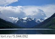 Купить «Вид Горных вершин со Среднего Мультинского озера (Республика Алтай)», фото № 5044092, снято 9 августа 2013 г. (c) Koshman Anastasiya / Фотобанк Лори