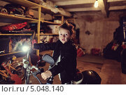 Маленький байкер. Мальчик с перепачканным лицом сидит на мотоцикле в гараже. Стоковое фото, фотограф Olena Vlasko / Фотобанк Лори