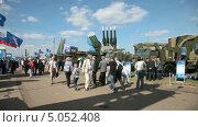 Купить «Комплексы ПВО на Международном авиационно-космическом салоне МАКС-2013», видеоролик № 5052408, снято 14 сентября 2013 г. (c) Игорь Долгов / Фотобанк Лори