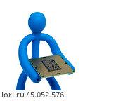 Купить «Синий резиновый человечек держащий в руках современный процессор для персонального компьютера», фото № 5052576, снято 20 мая 2011 г. (c) Денис Дряшкин / Фотобанк Лори