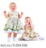 Купить «Две нарядные годовалые девочки», фото № 5054596, снято 26 октября 2012 г. (c) Андрей Армягов / Фотобанк Лори