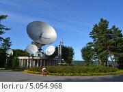Купить «Кемеровский областной радиотелевизионный передающий центр «Орбита». Девочка ловит бабочек», фото № 5054968, снято 24 августа 2013 г. (c) александр афанасьев / Фотобанк Лори