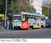 Купить «Трамвай № 11 идет по Первомайской улице, Москва», эксклюзивное фото № 5056752, снято 18 августа 2013 г. (c) lana1501 / Фотобанк Лори