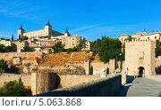 Купить «Вид на дворец Алькасар в Толедо, Испания», фото № 5063868, снято 23 августа 2013 г. (c) Яков Филимонов / Фотобанк Лори