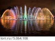 Купить «Фонтан с ночной подсветкой в парке Горького», фото № 5064108, снято 7 сентября 2013 г. (c) Victoria Demidova / Фотобанк Лори