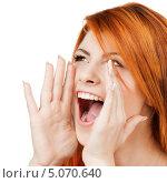 Купить «Рыжая девушка кричит что-то на белом фоне», фото № 5070640, снято 10 октября 2009 г. (c) Syda Productions / Фотобанк Лори