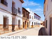Купить «Улица испанского города. El Toboso», фото № 5071380, снято 23 августа 2013 г. (c) Яков Филимонов / Фотобанк Лори