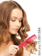 Купить «Девушка с роскошными волосами расчесывает кончики гребенкой», фото № 5081684, снято 10 октября 2010 г. (c) Syda Productions / Фотобанк Лори