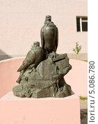 Купить «Москва, памятник голубям у здания ЦДРИ», фото № 5086780, снято 20 августа 2013 г. (c) ИВА Афонская / Фотобанк Лори