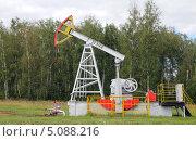 Купить «Нефтекачалка на фоне зеленого леса», фото № 5088216, снято 27 августа 2013 г. (c) Фотограф / Фотобанк Лори