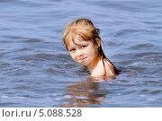 Купить «Плывёт», фото № 5088528, снято 17 августа 2013 г. (c) Хайрятдинов Ринат / Фотобанк Лори