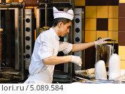Купить «Повар на работе», эксклюзивное фото № 5089584, снято 30 июня 2012 г. (c) Алёшина Оксана / Фотобанк Лори
