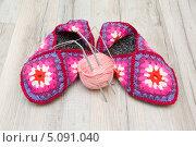 Купить «Шерстяные носки и клубок со спицами», фото № 5091040, снято 25 сентября 2013 г. (c) Ласточкин Евгений / Фотобанк Лори