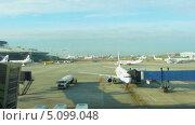 Купить «Загруженный аэропорт, таймлапс», видеоролик № 5099048, снято 29 сентября 2013 г. (c) Алексас Кведорас / Фотобанк Лори