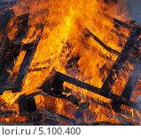 Купить «Огонь - горящее дерево», фото № 5100400, снято 29 сентября 2013 г. (c) SevenOne / Фотобанк Лори