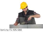 Купить «Строитель кладет раствор на кирпичи», фото № 5105580, снято 4 марта 2011 г. (c) Phovoir Images / Фотобанк Лори