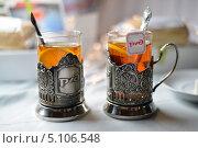 Купить «Чай в фирменных подстаканниках РЖД», эксклюзивное фото № 5106548, снято 9 сентября 2013 г. (c) Володина Ольга / Фотобанк Лори