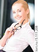 Купить «Привлекательная деловая девушка в строгой блузке», фото № 5111208, снято 6 июня 2009 г. (c) Syda Productions / Фотобанк Лори