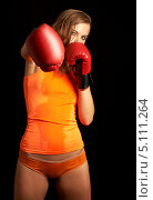 Купить «Вспотевшая девушка с боксерскими перчатками», фото № 5111264, снято 27 июля 2006 г. (c) Syda Productions / Фотобанк Лори