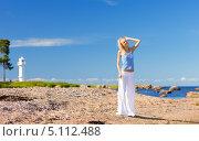 Купить «Девушка в белых брюках на песчаном пляже», фото № 5112488, снято 18 июля 2009 г. (c) Syda Productions / Фотобанк Лори