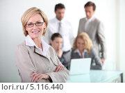Портрет группы деловых людей в офисе. Стоковое фото, фотограф Phovoir Images / Фотобанк Лори