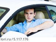 Купить «молодой мужчина сидит в салоне автомобиля», фото № 5117176, снято 1 мая 2013 г. (c) Sergey Nivens / Фотобанк Лори