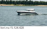 Купить «Яхта на реке», видеоролик № 5124428, снято 27 июня 2011 г. (c) Курганов Александр / Фотобанк Лори