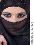 Купить «Девушка в черной парандже с ярким макияжем на глазах», фото № 5127424, снято 1 июля 2008 г. (c) Syda Productions / Фотобанк Лори
