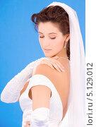 Купить «Счастливая невеста на голубом фоне смотрит на руку с обручальным кольцом», фото № 5129012, снято 5 сентября 2009 г. (c) Syda Productions / Фотобанк Лори