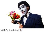 Купить «Мим в шляпе и с букетом цветов», фото № 5132140, снято 2 июля 2013 г. (c) Elnur / Фотобанк Лори