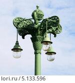Купить «Уличный фонарь у Морского собора. Кронштадт», эксклюзивное фото № 5133596, снято 8 сентября 2013 г. (c) Александр Щепин / Фотобанк Лори