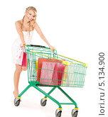 Купить «Довольная покупательница занимается шоппингом», фото № 5134900, снято 26 сентября 2009 г. (c) Syda Productions / Фотобанк Лори
