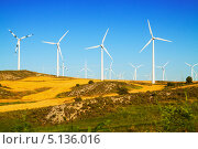 Купить «Ветряки на холме, Арагон, Испания», фото № 5136016, снято 4 июля 2013 г. (c) Яков Филимонов / Фотобанк Лори