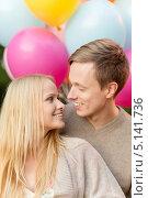 Купить «Красивая молодая пара со связкой воздушных шариков в парке летним днем», фото № 5141736, снято 6 сентября 2013 г. (c) Syda Productions / Фотобанк Лори
