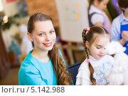 Купить «молодая воспитательница в детском саду», фото № 5142988, снято 15 апреля 2013 г. (c) Sergey Nivens / Фотобанк Лори