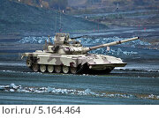 Купить «T-90MC - российский основной боевой танк», фото № 5164464, снято 27 сентября 2013 г. (c) Виктор Застольский / Фотобанк Лори