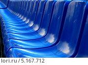 Ряд синих пластиковых кресел. Стоковое фото, фотограф Мамедали Рагимов / Фотобанк Лори