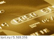 Фрагмент золотой кредитной карты. Стоковое фото, фотограф Алексей Лукин / Фотобанк Лори