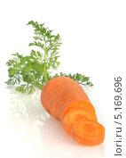 Свежая морковь на белом фоне. Стоковое фото, фотограф Наталья Бидюкова / Фотобанк Лори