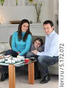 Купить «Семейство с дочкой в офисе архитектора», фото № 5172072, снято 21 января 2010 г. (c) Phovoir Images / Фотобанк Лори