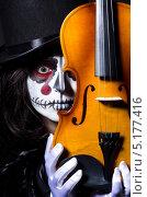 Купить «Хэллоуин. Монстр со скрипкой на черном фоне», фото № 5177416, снято 16 мая 2013 г. (c) Elnur / Фотобанк Лори