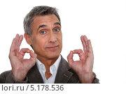 """Купить «Бизнесмен средних лет показывает на пальцах """"Ок!""""», фото № 5178536, снято 27 января 2011 г. (c) Phovoir Images / Фотобанк Лори"""