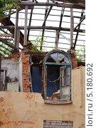 Купить «Ветхое здание», фото № 5180692, снято 10 июля 2013 г. (c) Константин Кург / Фотобанк Лори