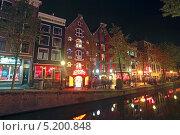 Купить «Нидерланды. Амстердам. Квартал красных фонарей вечером», эксклюзивное фото № 5200848, снято 4 октября 2013 г. (c) Александр Тарасенков / Фотобанк Лори