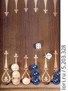 Купить «Игра в нарды», фото № 5203328, снято 22 октября 2013 г. (c) Parmenov Pavel / Фотобанк Лори