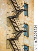 Пожарная лестница (2010 год). Стоковое фото, фотограф Opra / Фотобанк Лори