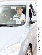 Купить «Табличка с периодом оплаченной парковки под стеклом автомобиля», фото № 5214072, снято 5 июля 2013 г. (c) Syda Productions / Фотобанк Лори